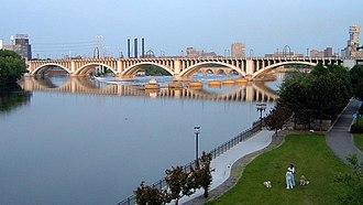 Third Avenue Bridge (Minneapolis) - Third Avenue Bridge spanning the Mississippi, viewed from north-west.