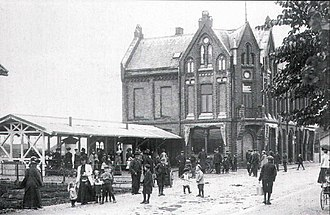 Customs House, Porsgrunn - Customs House in the early 1900s.  To the left is the Torvhallen market, later home to a taxi stop and Narvesen kiosk.