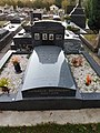 Tombeau de Django Reinhardt au cimetière de Samois-sur-Seine.jpg