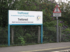 Treforest railway station - Bilingual signage at Treforest station and, on the right, a drivers' reminder sign for Treforest Estate station