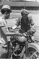 Twee Indonesische mannen sleutelen aan een motorfiets De linker heeft de afkort, Bestanddeelnr 317.jpg