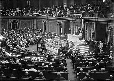President Woodrow Wilson of the United States announces to Congress the breaking of diplomatic relations with Germany USA bryter de diplomatiska forbindelserna med Tyskland 3 februari 1917.jpg