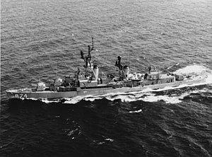 USS Duncan (DDR-874) underway in the Pacific Ocean, circa in the mid-1960s (NH 74032).jpg