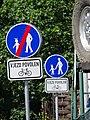 U vršovického hřbitova, stezka pro chodce, cyklistům vjezd povolen (01).jpg