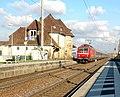 Ubstadt-Weiher - Bahnhof und DB-Baureihe 120 123-5 2015-12-03 13-25-18.jpg