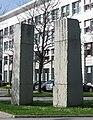 Ulrich Rueckriem Finnischer Granit gespalten 1992-93 Goethe-Institut Muenchen-1.jpg
