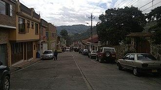 San Francisco, Cundinamarca - Image: Una de las calles cerca del centro en San Francisco de Sales