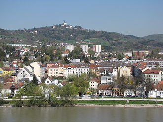 Pöstlingberg - The Pöstlingberg seen from across the Danube