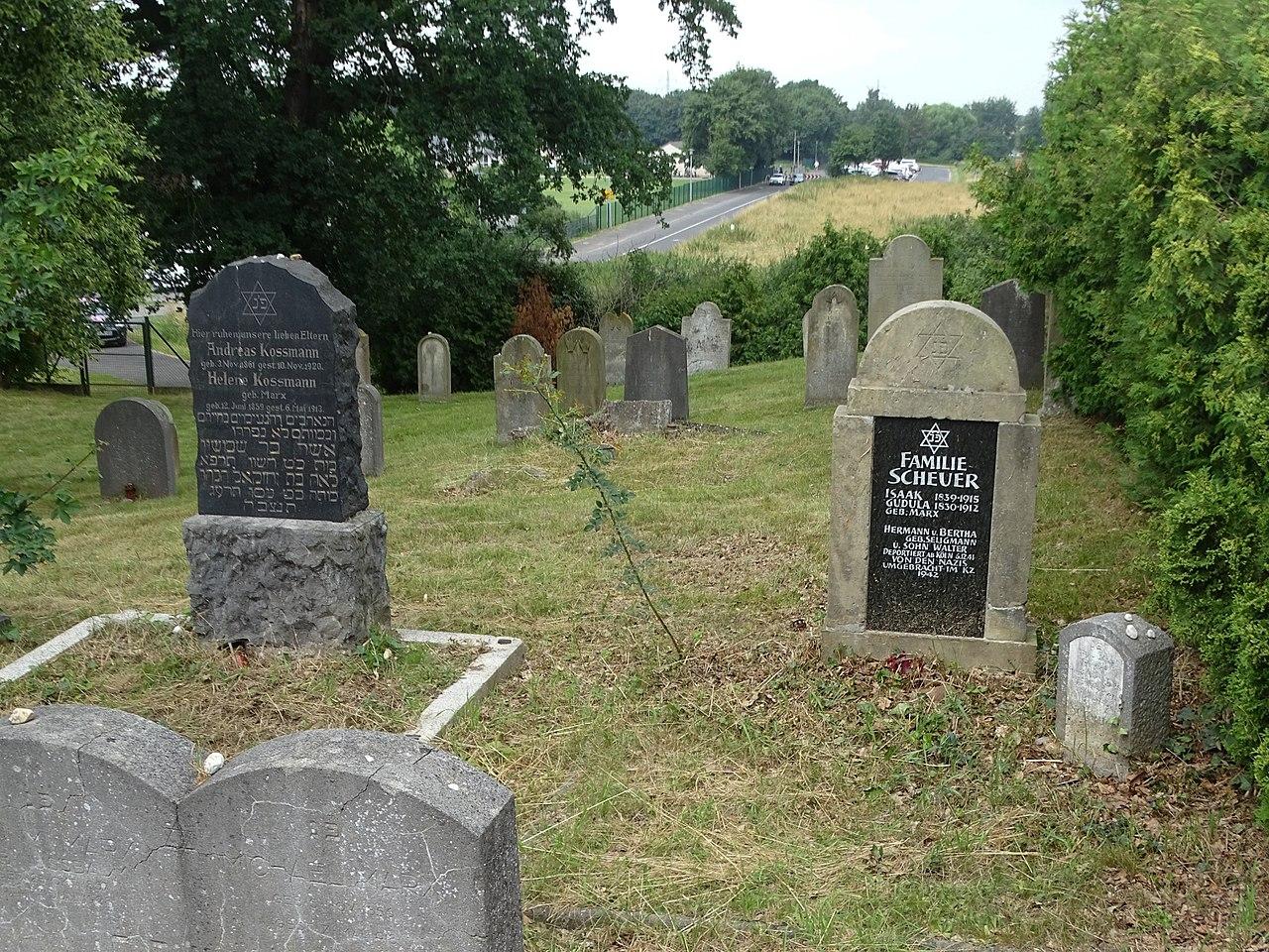 Vernich Trierer Straße Friedhof (04).jpg