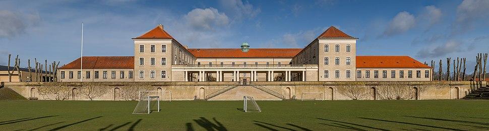 Viborg Katedralskole Symmetrical