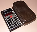 Vintage Bowmar Electronic Pocket Calculator, Model MX-50 (aka 90505), Red LED Display, Sealed Battery, Made In USA, Circa 1973 (14775039801).jpg