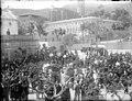 Vista del Monestir de Pedralbes amb gent ballant sardanes (AFCEC RIBASV C 2591).jpg