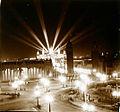 Vista panoràmica de la il·luminació nocturna del recinte de l'Exposició Universal de Barcelona.jpg