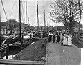 Vlaggetjesdag in Spakenburg t.g.v. het uitvaren van de palingvloot, overzicht va, Bestanddeelnr 910-3012.jpg