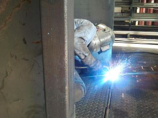 upload.wikimedia.org_wikipedia_commons_thumb_3_35_welding_steel_plate.jpg_320px-welding_steel_plate.jpg