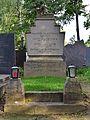 Wiener Zentralfriedhof - Gruppe 27 A - Grab von Lois Buchmann und Othmar Leixner.jpg
