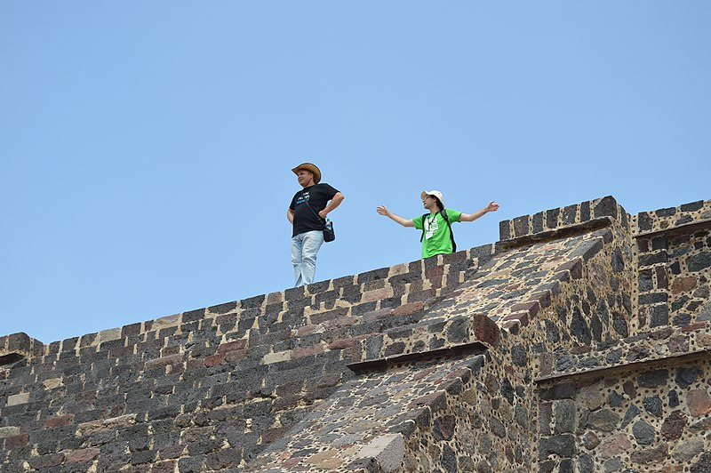 File:Wikimedians at Teotihuacán, during Wiki Loves Pyramids.jpg