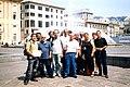 Wikipedia a Genova 2004 - Wikipediani a Piazza De Ferrari2.JPG