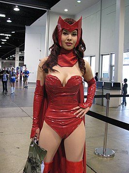 Cosplayer Scarlet Witch tijdens WonderCon 2014.