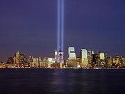 Il Tribute in Light, come appariva da Jersey City nell'anniversario degli attacchi nel 2004.