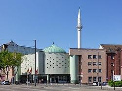 Yavuz Sultan Selim Moschee Mannheim 2019.jpg