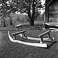 """""""Sane"""" (neokovane sani) za vožnjo gnoja pozimi. Deli- """"kluni"""" (krivine), """"nožice"""", """"opleni"""" (kluni- bukov les, opleni- brstovi), Brlog 1956.jpg"""