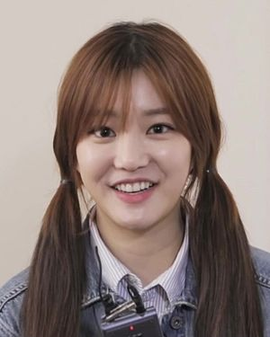 Lee Yu-bi - Image: (스물) 이준호&이유비 인사영상 02