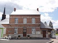 Écuélin (Nord-Fr) mairie avec tour de l'église.jpg