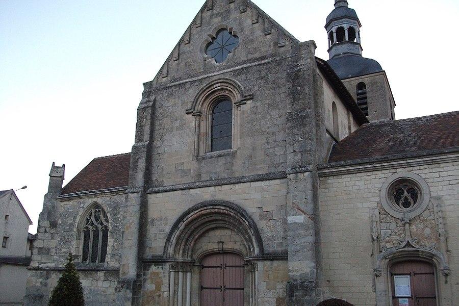 église de Fismes, façade ouest, elle est dédiée à Macre.