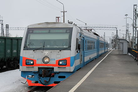 DT1 multiple unit Diesel train in Veymarn DT1-008, stantsiia Veimarn.jpg