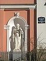 Лиговский 128. Крестовоздвиженская церковь, скульптура колокольни (св. Павел).jpg