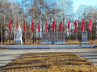 Памятник Роза из двух видов гранита Киренск фото установки памятника на могилу