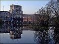 Москва. Большой пруд в Лефортовском парке, главное здание МВТУ.jpg