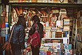 Покупатель в книжной лавке (Аргентина).jpg