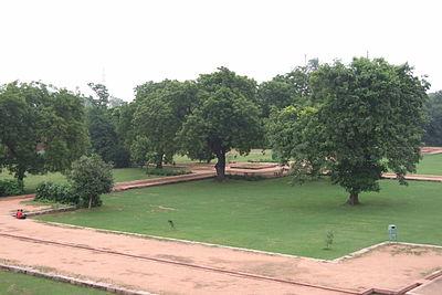 102-Humayun-Tomb-gardens.JPG