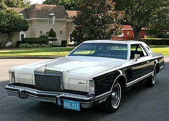 Lincoln Continental Mark V - 1979 Continental Mark V Bill Blass Designer Edition (with full vinyl roof)