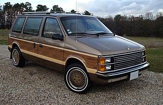 Chrysler minivans (S) - Image: 1985 Voyager LE