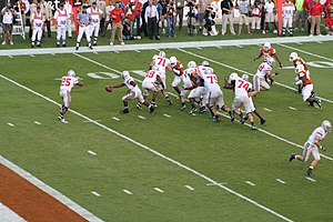 2009 Fiesta Bowl - 2006 Game: Ohio State's Troy Smith hands off to Antonio Pittman
