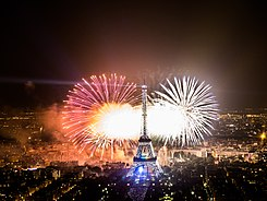 2013 Fireworks on Eiffel Tower 02.jpg