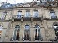 50 avenue Montaigne fronton.jpg