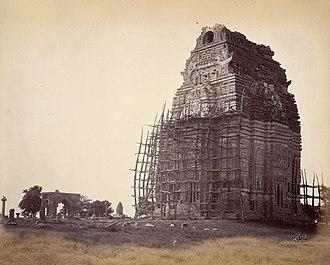 Teli ka Mandir - Image: 8th or 9th century ruined Teli ka Mandir under restoration in Gwalior fort, Madhya Pradesh, 1882 photo
