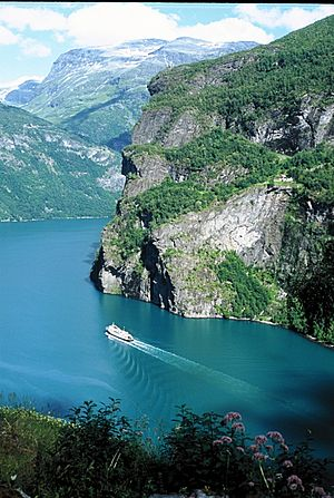 Skageflå - Geirangerfjord, with a view of the Skageflå farm on the side of the mountain, halfway up.