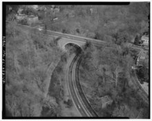 AERIAL VIEW BELOW MASSACHUSETTS AVENUE BRIDGE, LOOKING NORTHEAST - Rock Creek and Potomac Parkway, Washington, District of Columbia, DC HABS DC,WASH,686-17.tif