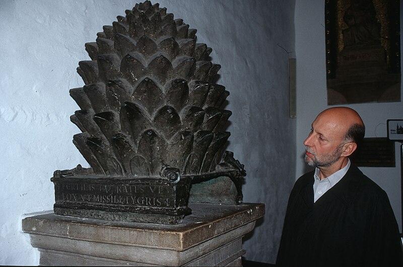 File:Aachen - Pine cone.jpg