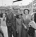 Aankomst Prinses Beatrix en Prinses Irene op Schiphol uit USA en Canada, Bestanddeelnr 905-9207.jpg