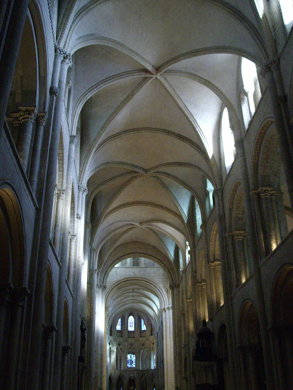 Abbaye aux hommes int%C3%A9rieur 03.jpeg