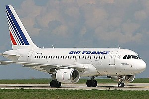 Air France Airbus A318-111 (F-GUGE).jpg