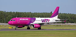 Airbus 320-200 Wizz Air 4.JPG