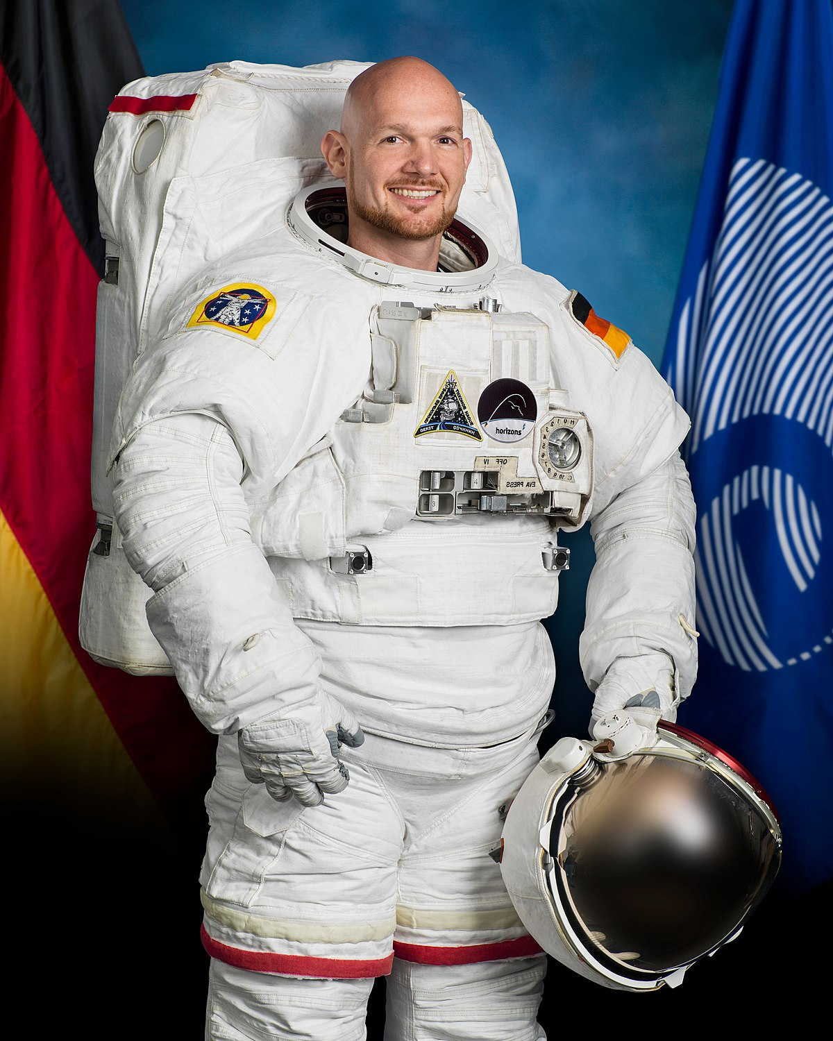 an astronaut in his space suit and with a propulsion - photo #6