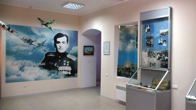Фрагмент экспозиции Музея дважды Героя Советского Союза Амет-Хана Султана в Алупке